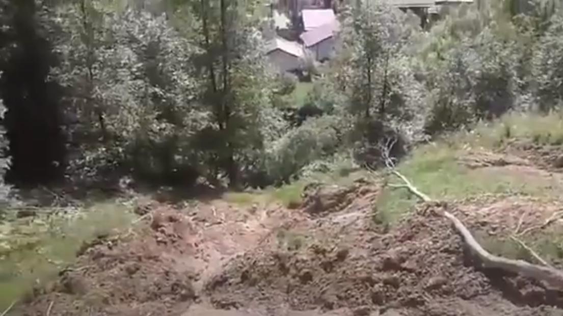 Опубліковано відео наслідків зсуву ґрунту у селищі Ясіня