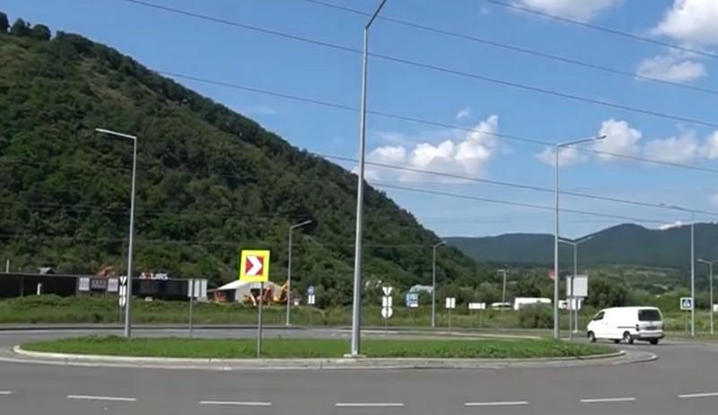 У Мукачеві збудували три кільцеві розв'язки