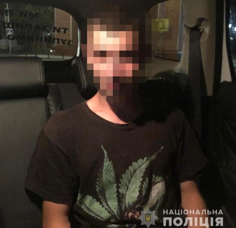 Хлопець дуже нервував, коли помітив поліцейських: відома причина