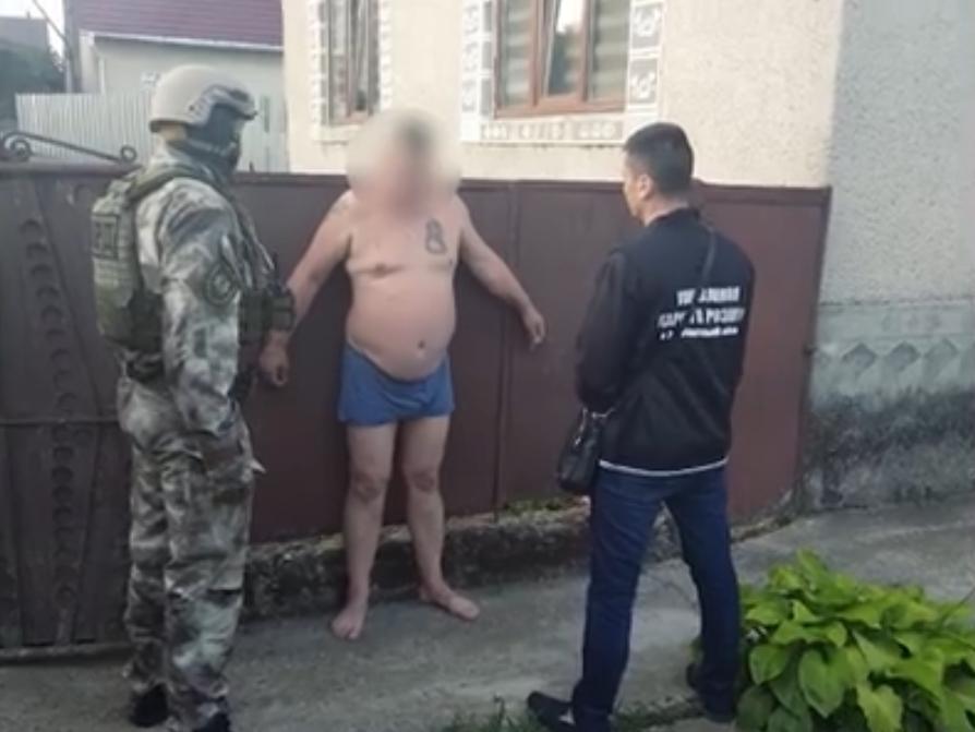 Пограбування ювелірного магазину: поліція показала відео спецоперації по затриманню підозрюваних