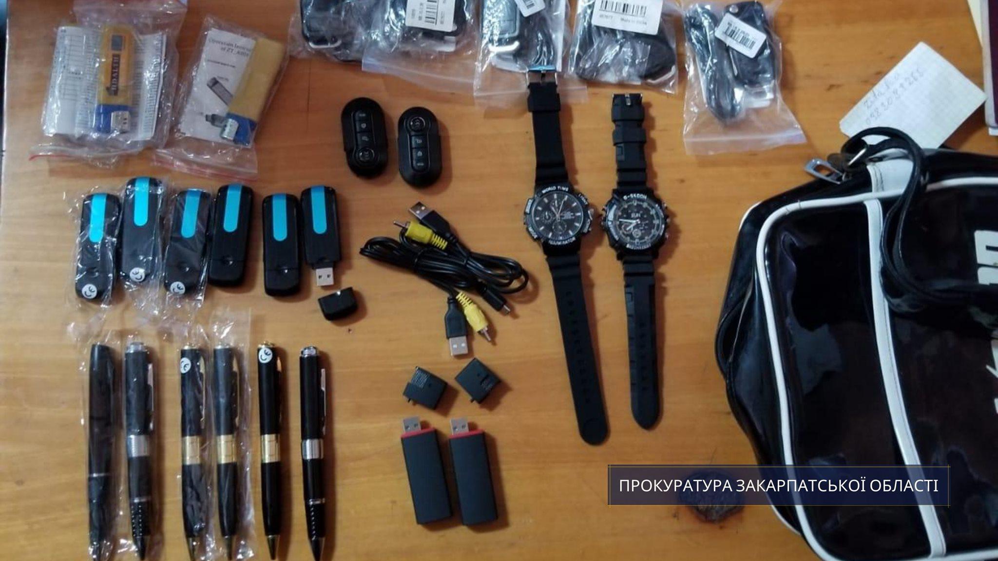 Чоловік намагався ввезти в Україну предмети для шпигування