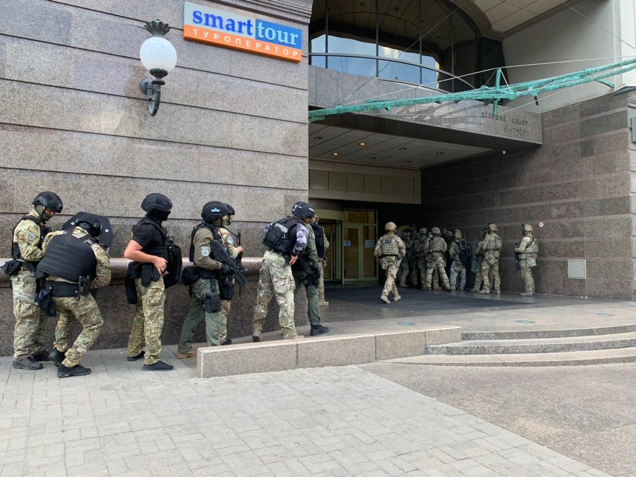 Спецоперація в прямому ефірі: терориста, який захопив банк, затримано