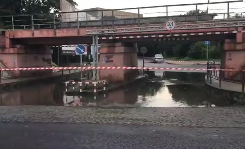 В Ужгороді знову затопило переїзд на вулиці Анкудінова