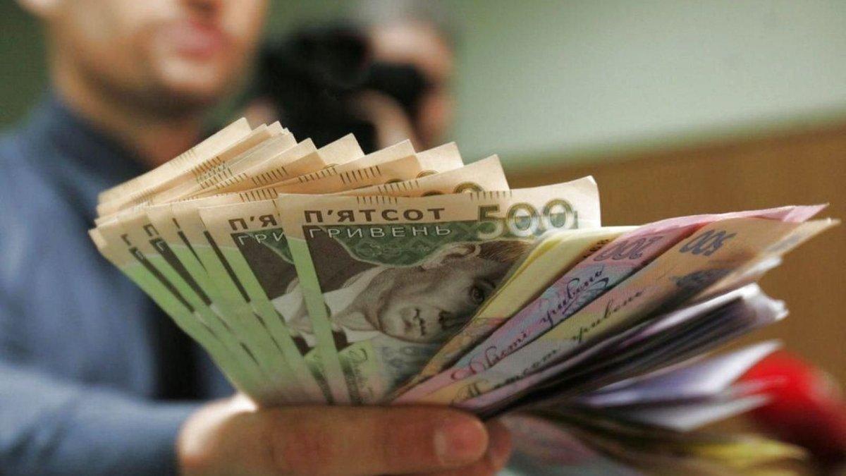 Мінімальна зарплата із 1 вересня може зрости: названо нову суму