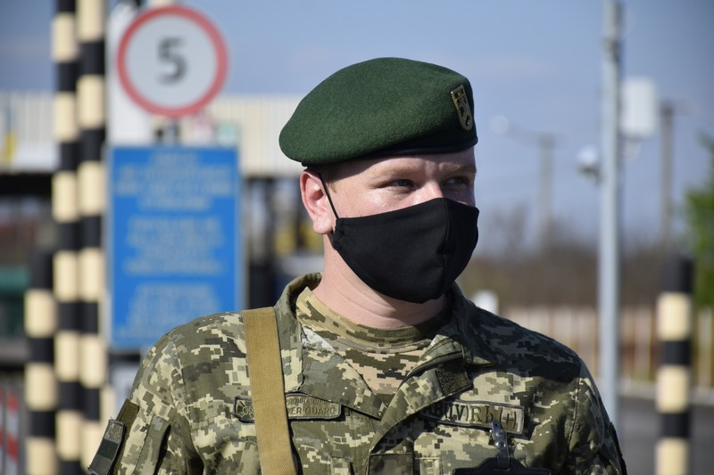 На українсько-угорському кордоні кілометрові черги