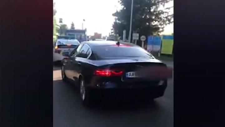 Супровід елітного авто патрульними: поліція розпочала перевірку