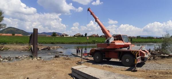 У Мукачеві почали будівництво пішохідного мосту