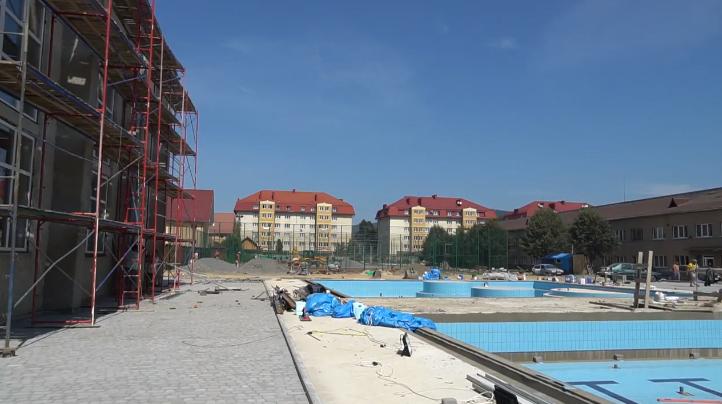 Чому в Мукачеві досі не відкрили басейн ДЮСШ: пояснення підрядника
