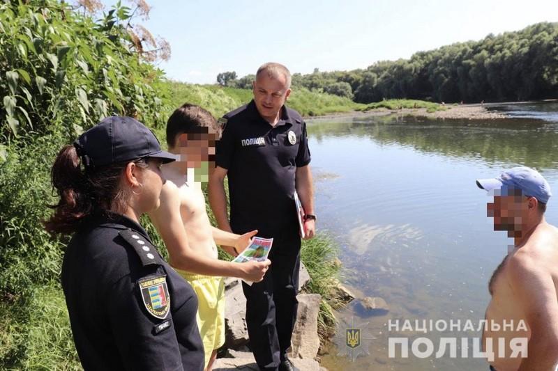 Поліцейські перевіряли місця масового купання