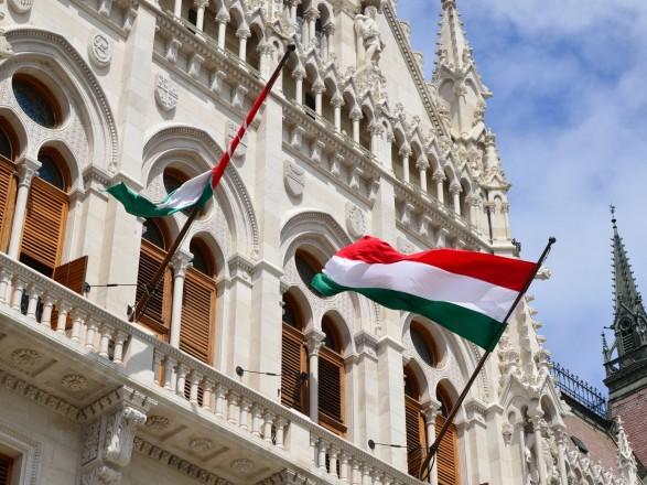 Сусідня Угорщина підписала зі США найбільшу в історії угоду щодо купівлі озброєння