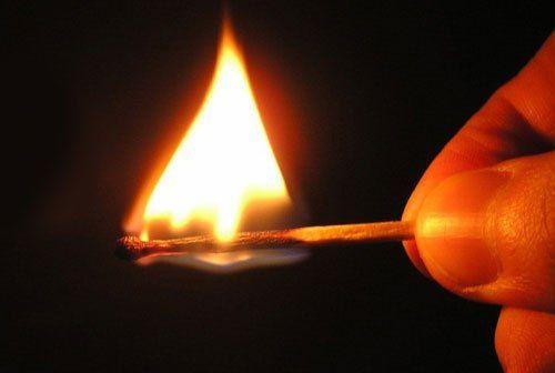 У селі на Мукачівщині чоловік намагався спалити 2 будинки