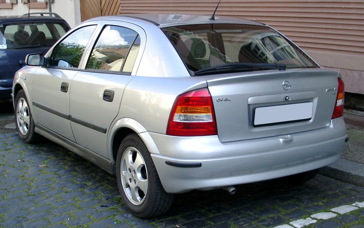 Скільки коштують старі авто в Україні та Німеччині: порівняння цін