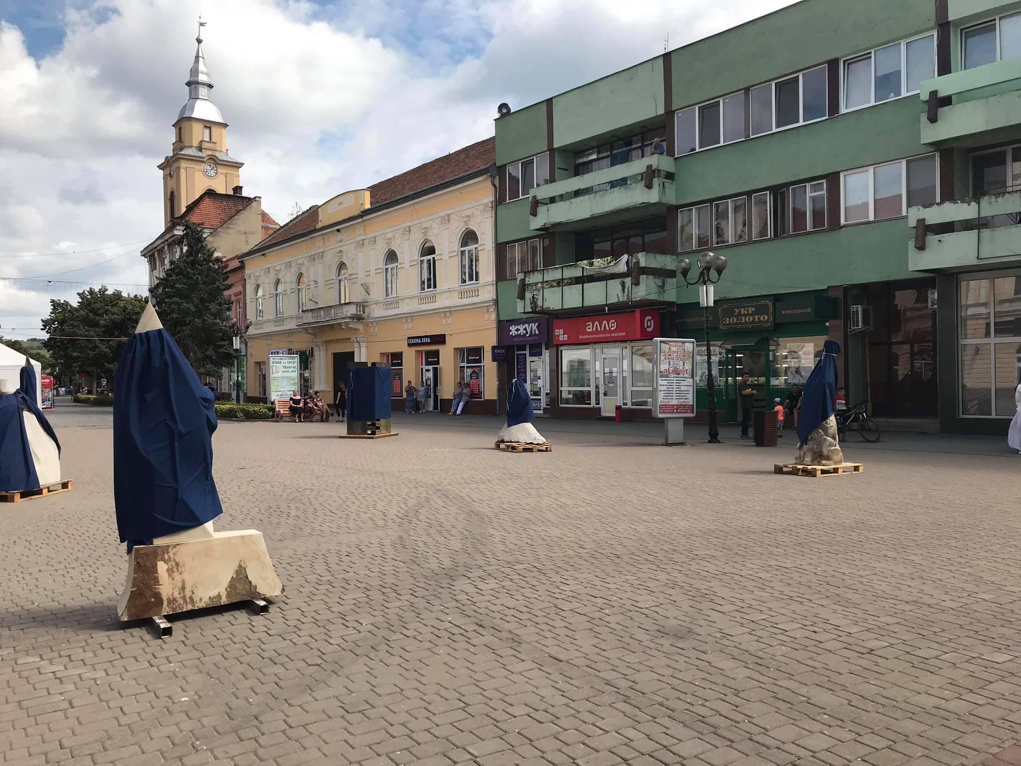 У Берегові відкрито виставку скульптур