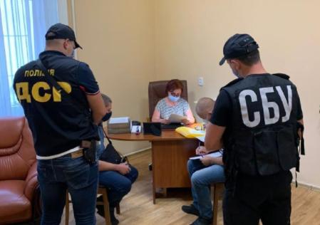 Обшуки у Закарпатській ОДА: екскерівниці департаменту охорони здоров'я закидають розтрату грошей