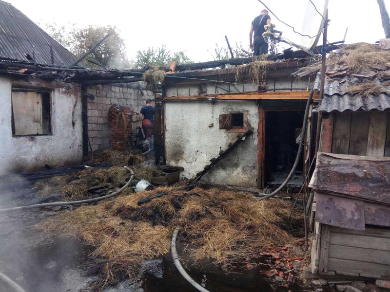 Рятувальники за добу загасили дві пожежі в житловому секторі