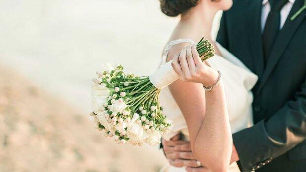 Масові весілля та релігійні обряди: прем'єр назвав причини антирекордів COVID-19