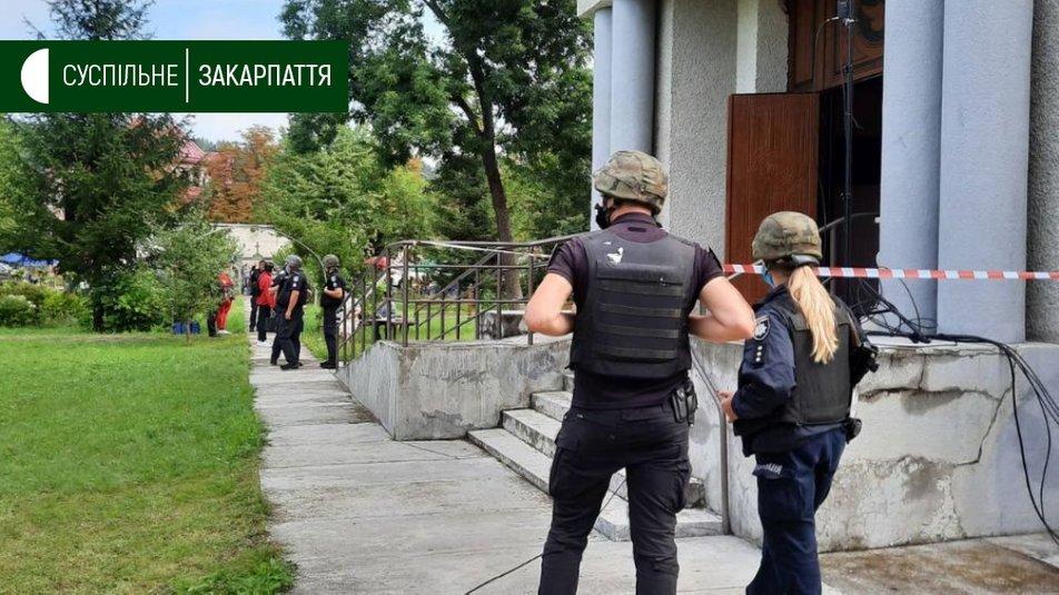 На Закарпатті у церкві шукають вибухівку: людей евакуйовано
