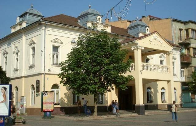 Мукачівський драмтеатр відновлює показ вистав