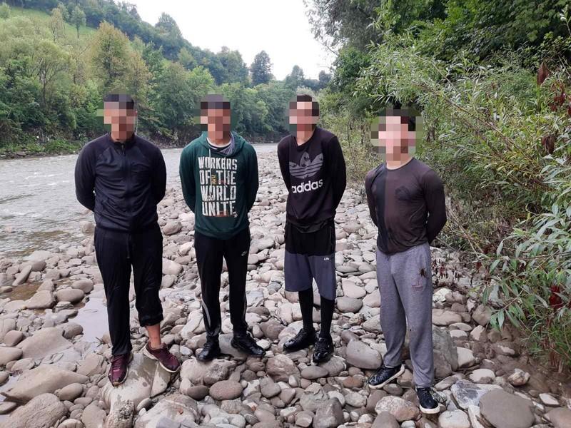 На Рахівщині затримали чотирьох юнаків