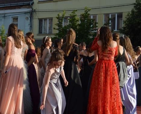 Парад випускників 2020: пряма трансляція зі свята у Мукачеві