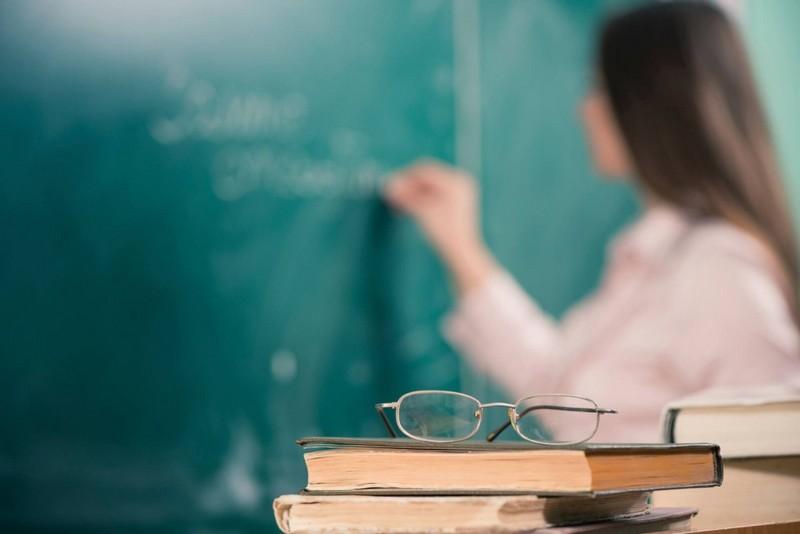 Із 1 вересня перерахують зарплати вчителям: кому і скільки додадуть