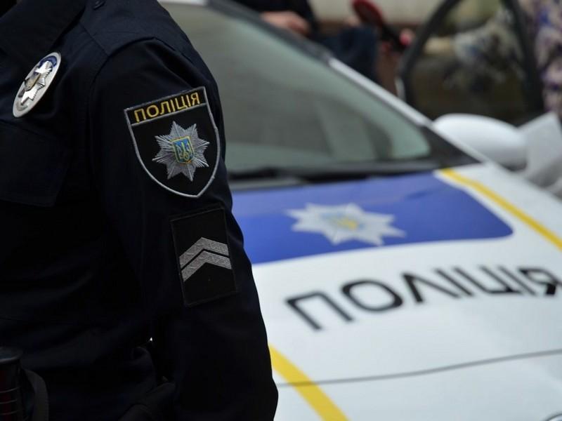 На Закарпатті невідомі вихопили у жінки пакет, в якому було понад 200 тисяч гривень