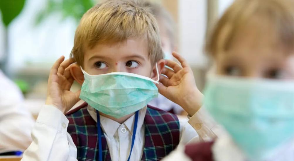 Скільки одноразових масок знадобиться учневі на один день: пояснення МОЗ