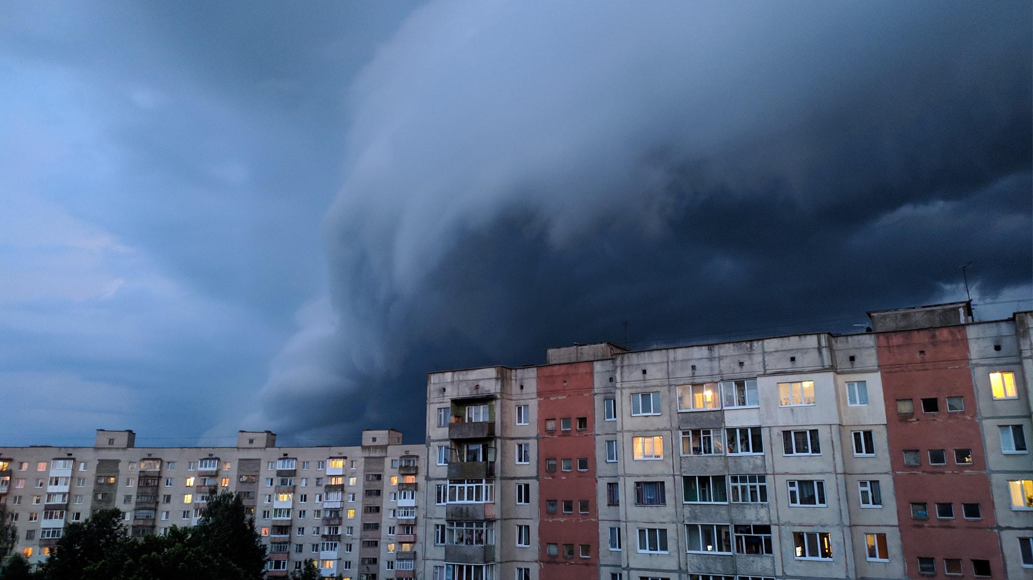 Погода на 1 вересня: на Закарпатті очікують сильні дощі та град