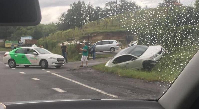 В Ужгороді поблизу відомого ресторану сталась аварія