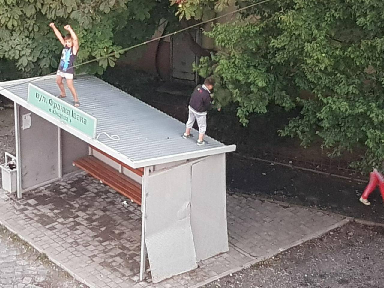 У Мукачеві інспектори знайшли дітей, які поводили себе непристойно, та провели з ними бесіду