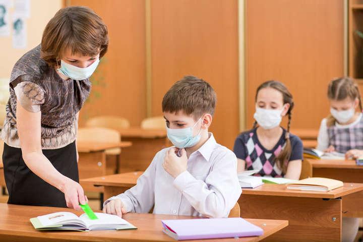Шмигаль запевнив Зеленського, що школи повністю забезпечені засобами захисту від COVID-19