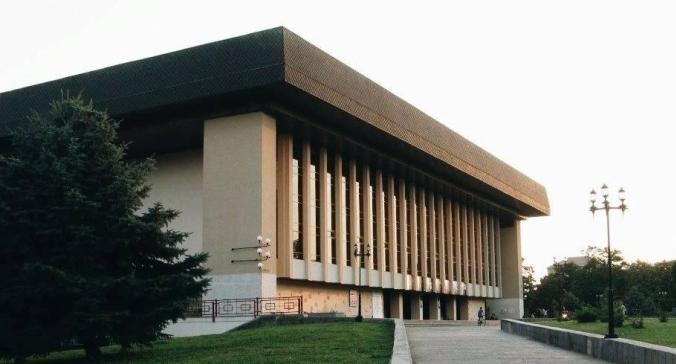Закарпатський муздрамтеатр запрошує до глядацької зали