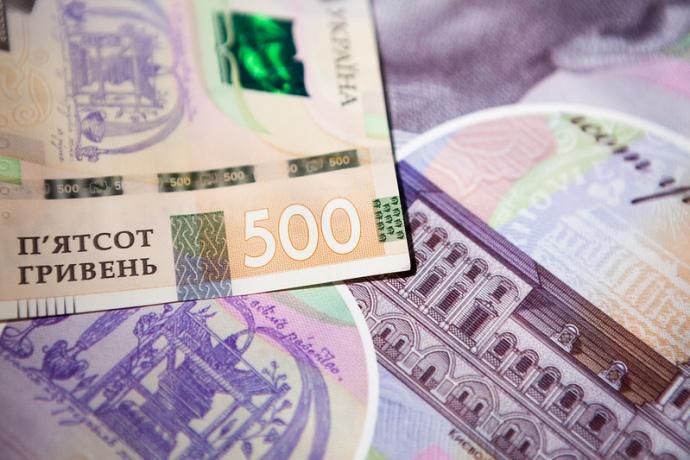 Гривня і далі втрачає у ціні: НБУ встановив курс валют на завтра