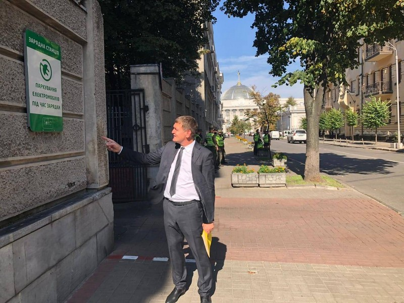 Електромобілі, індексація аліментів та судових зборів – завершився сесійний тиждень у Верховній Раді