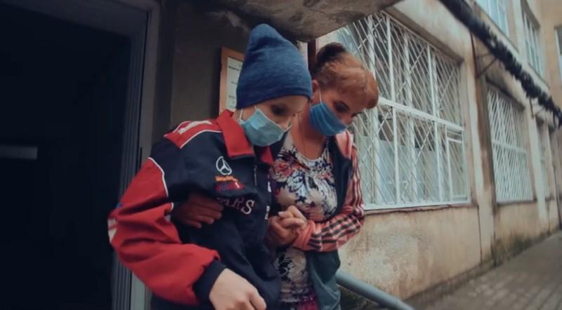 У Мукачеві 13-річний хлопчик бореться за життя