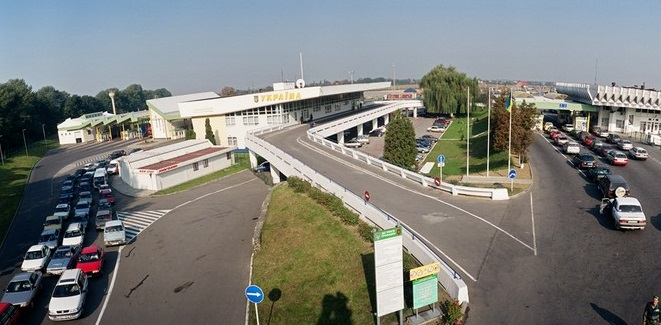 На кордоні з Угорщиною кілометрові черги