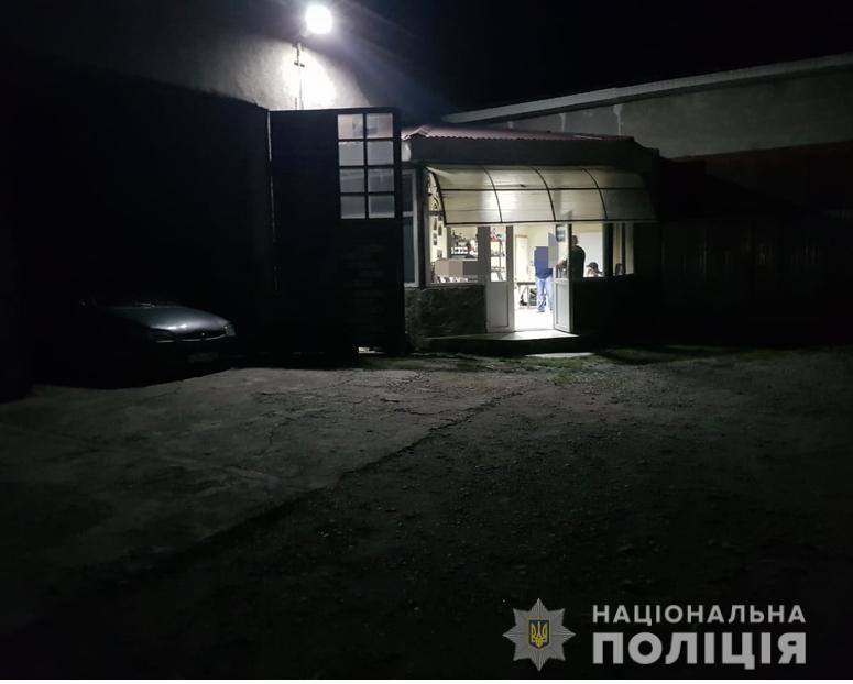 Стрілянина на Закарпатті: на підприємство увірвались двоє хлопців та відкрили вогонь