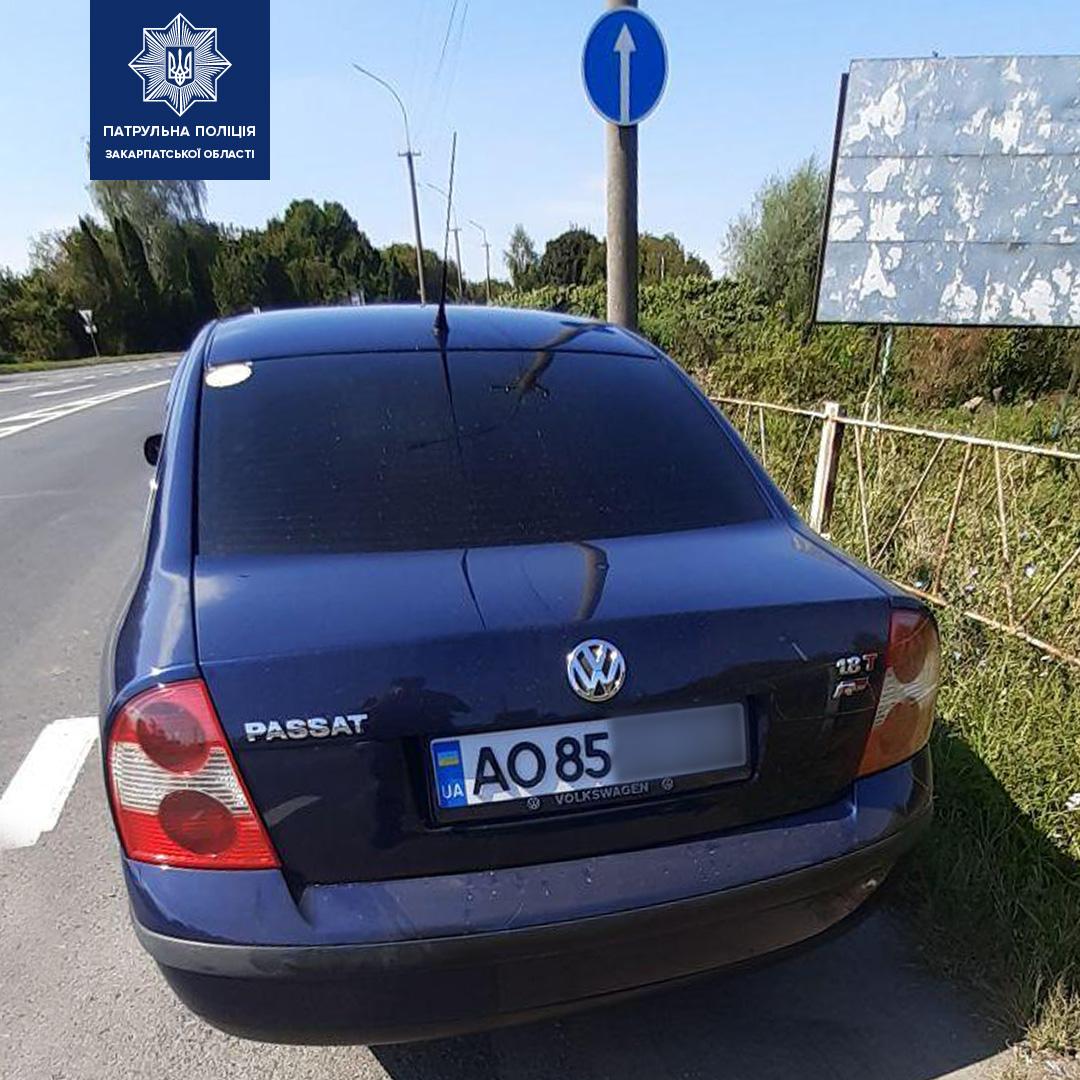 Неподалік Мукачева затримали водія з незвичними номерними знаками на авто