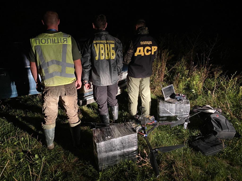 Правоохоронці виявили квадрокоптер, яким до Угорщини переправляли сигарети