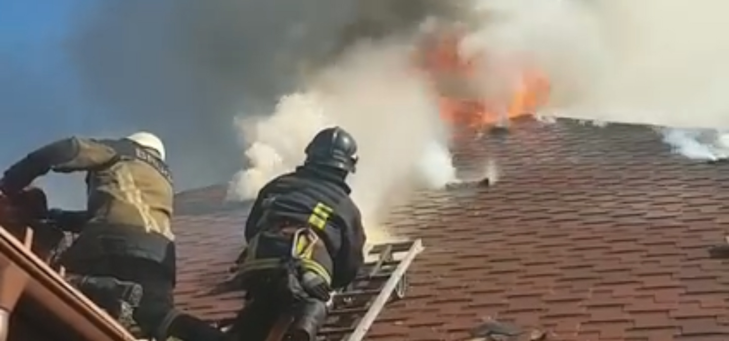 """Пожежа на території ресторану """"Чарда"""": відео з місця події"""