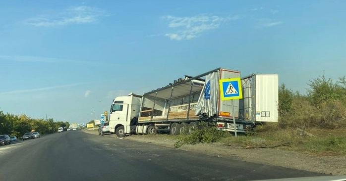 Поблизу Ужгорода на трасі Київ-Чоп сталась аварія. Опубліковано відео