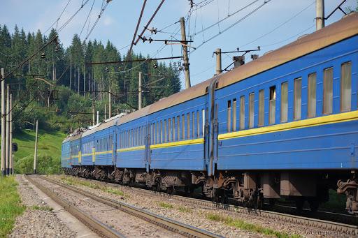 """У поїзді """"Ужгород-Одеса"""" стався кривавий інцидент. Мережу облетіло шокуюче відео"""