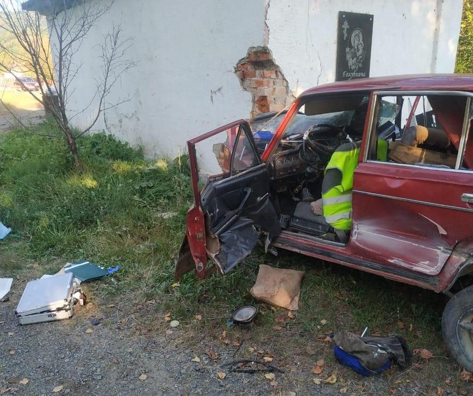 У моторошній аварії загинули двоє чоловіків: фото з місця події