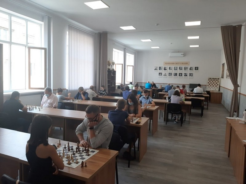 У Мукачеві відбувся чемпіонат області зі швидких шахів
