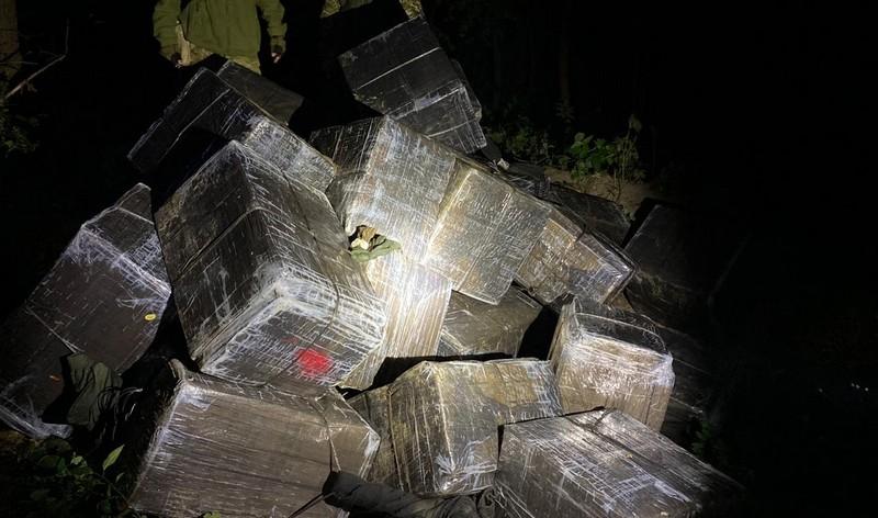 Контрабандисти покинули поблизу кордону 43 ящики сигарет