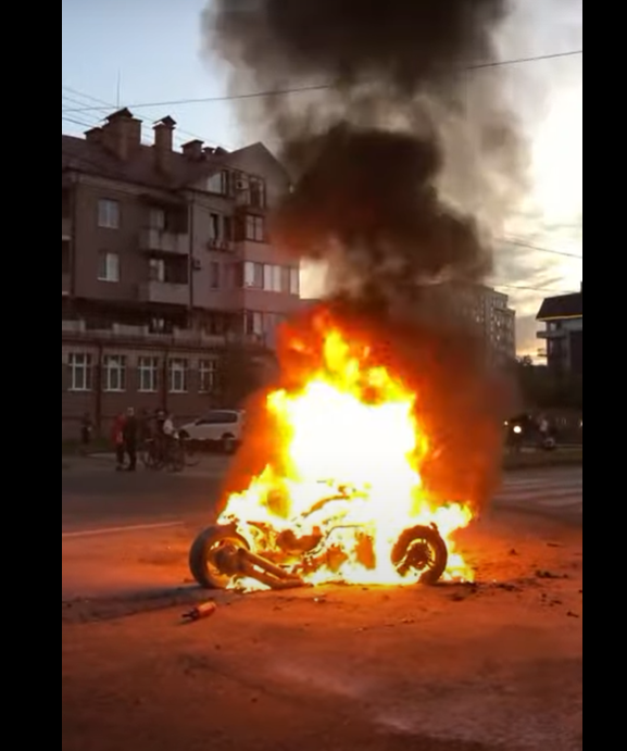 Пожежа в Ужгороді: під час руху загорівся трицикл