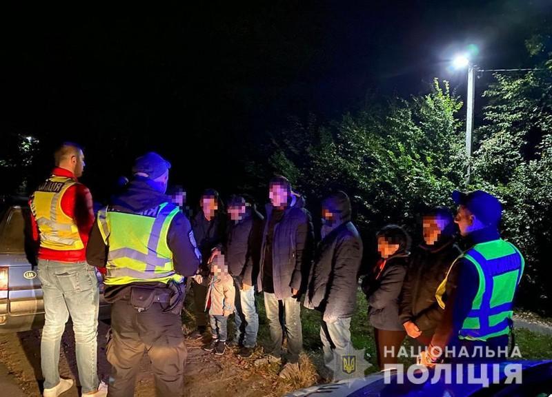 У поліції розповіли, що вночі коїлось біля села Іванівці