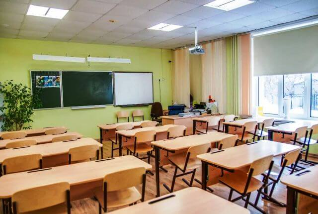 Невідомі повідомили про замінування школи у селищі Кольчино на Мукачівщині