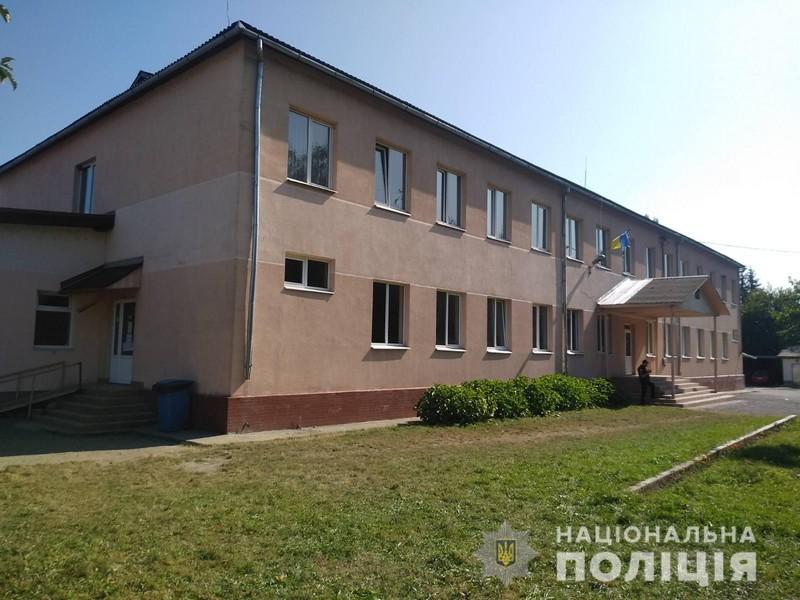 Замінування школи на Мукачівщині: поліція встановила особу псевдомінерки