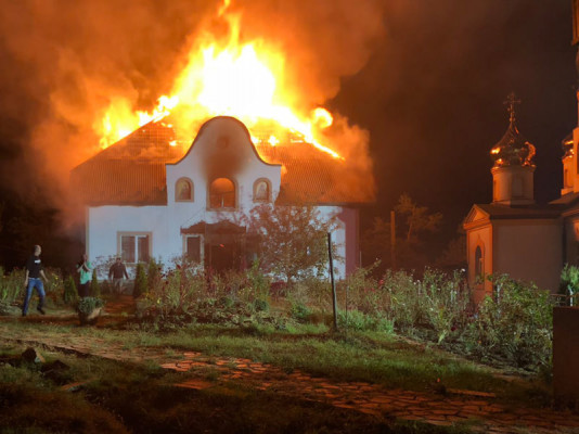 Під час пожежі ледь не згоріли монахи
